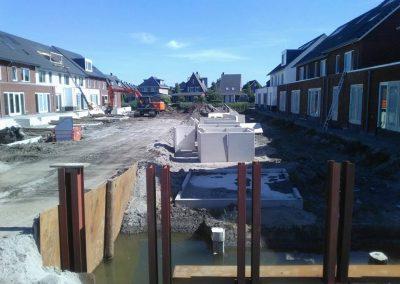 36 steigers, beschoeiing en keerwanden plaatsen nieuwbouwwijk de Vlierhoeve Nieuwegein